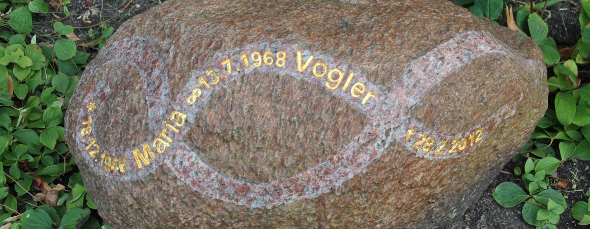 grabstein granit findlinge memoria stein individuelle grabsteine berlin. Black Bedroom Furniture Sets. Home Design Ideas